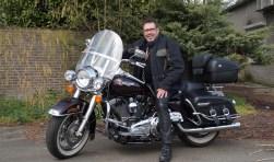 Op zijn Harley gaat Joop Spijker de reis beginnen (Foto, Cor Delissen)
