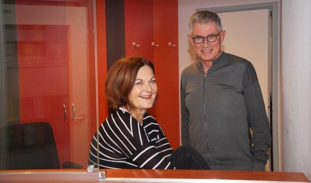 In de lege praktijkruimte, Freerk en Annemieke Venema (Foto, Cor Delissen)