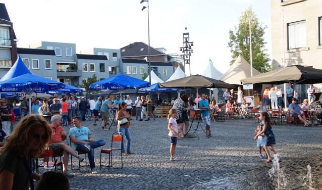 Zonnetje, terrasje, drankje, muziekje... (Foto, Cor Delissen)