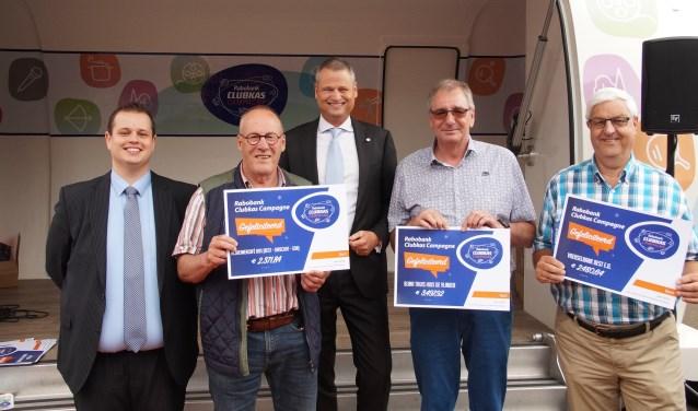 De drie 'topscorers' uit Best; Alzheimer Café B.O.S., Bijna Thuis Huis De Vlinder en De Voedselbank (Foto, Cor Delissen)
