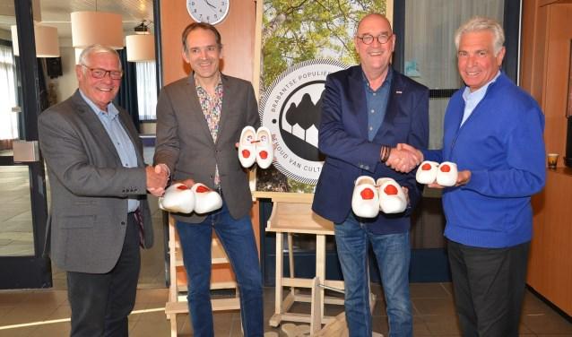 Frans van Beerendonk, wethouder Stan van der Heijden, Bert van Drunen en René Westerlaken