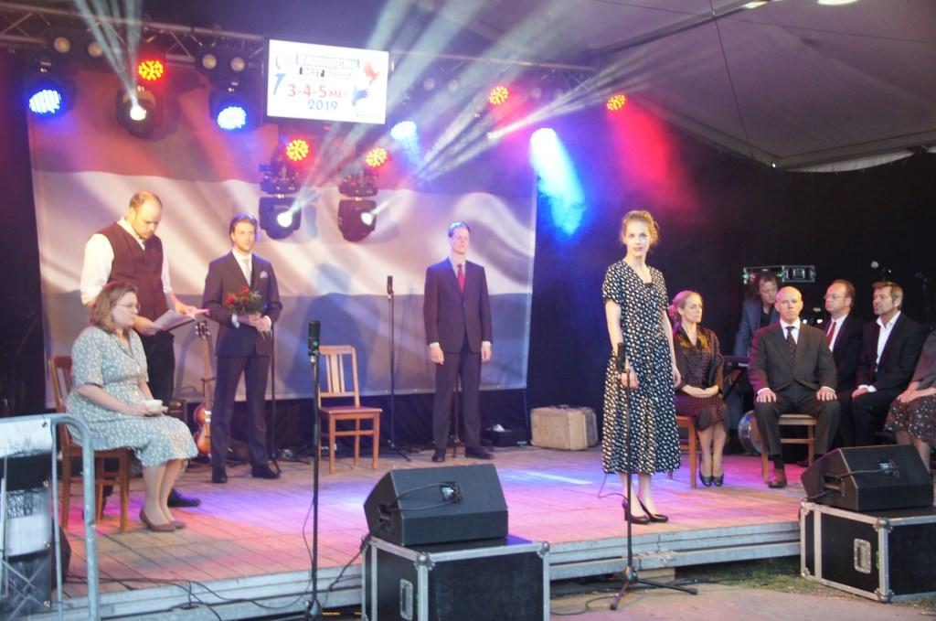 De groep Bluv bracht een indrukwekkend stukje toneel (Foto, Cor Delissen)  © Groeiend Best