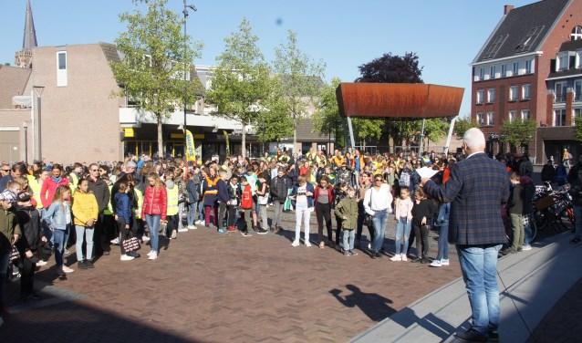 Wethouder Dijkhoff wenste de kinderen een vruchtbare dag (Foto, Cor Delissen)