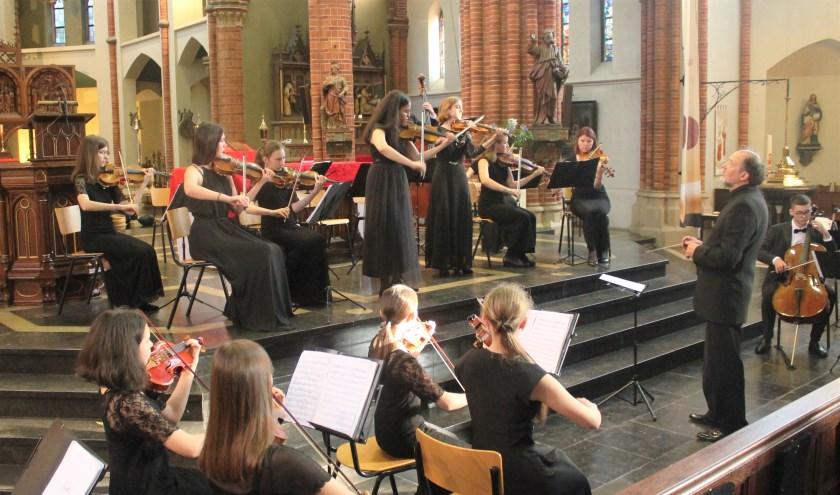 Het 20-koppige orkest Vasiliev Ostrov uit Sint Petersburg speelde de sterren van de hemel.