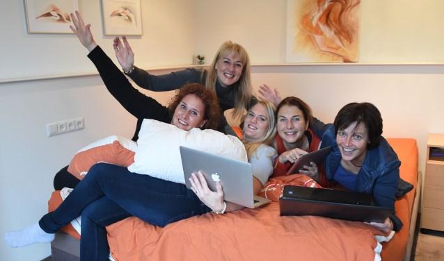 Het team van Sleepwise met Esther Hoekveld, Brigitte Sijpestein, Brenda Sambo, Aline Kruit en Irma Leijten (v.l.n.r.)Foto: Henk van Esch
