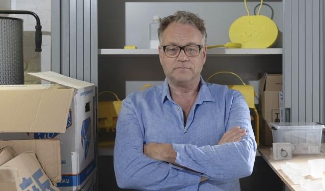 Ted Noten in zijn atelier in de Mengfabriek. Foto: Ben Nienhuis