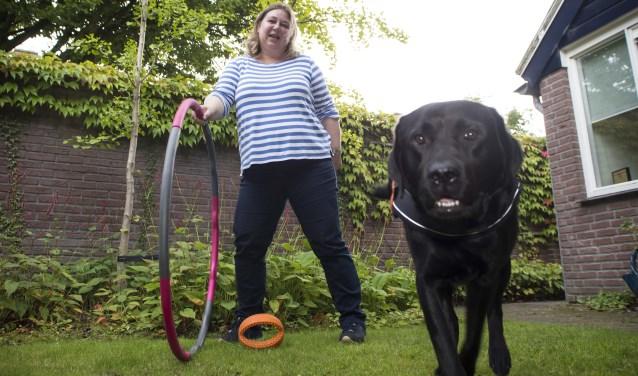 Lilian samen met haar hond Floyd Foto: Niek Geneuglijk