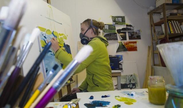 Een van de kunstenaars die een plek hebben gevonden in ateliercomplex DM2 op het PoeldonkterreinFoto: Niek Geneuglijk