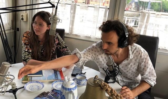 Radiomakers Floor Snels en Stan Gonera in de studio van Radio Brugwachter
