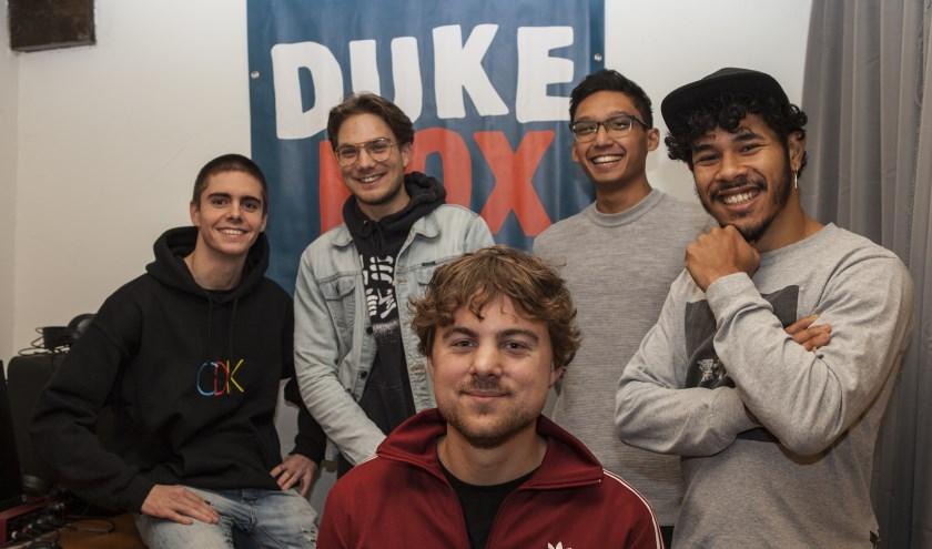 De mannen van Dukebox: v.l.n.r. Bram van de Ven, Joris Branderhorst (Vuist), Bart van Velzen, Gyani Saman en Silvan Vasilda (Vuist). Foto: Michel van de Langenberg