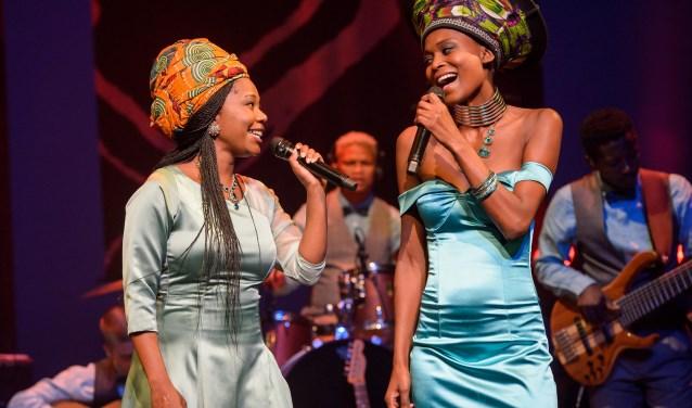 De African Mamas en Leoni Jansen brengen een eerbetoon aan Miriam Makeba: 'moeder van Afrika'. Foto: Wim Lanser