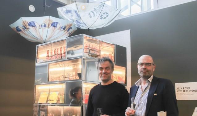 De winkel werd geopend door Piet Hein Eek, hier geflankeerd door Jan van der Putten