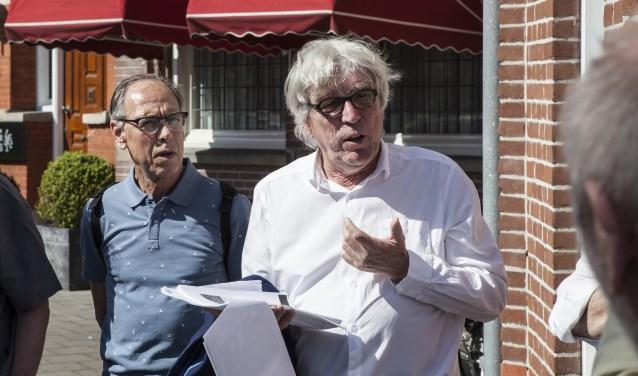 Clemens Graafsma deelt tijdens de wandeling gepassioneerd zijn kennis over 's-Hertogenbosch in de Tweede Wereldoorlog. Foto: Michel van de Langenberg
