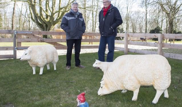 Ferdy Sluiter en Tiny Bakx (stichting Belevingstuinen) in de belevingstuin bij Park Eemwijk te 's-Hertogenbosch. Foto: Niek Geneuglijk