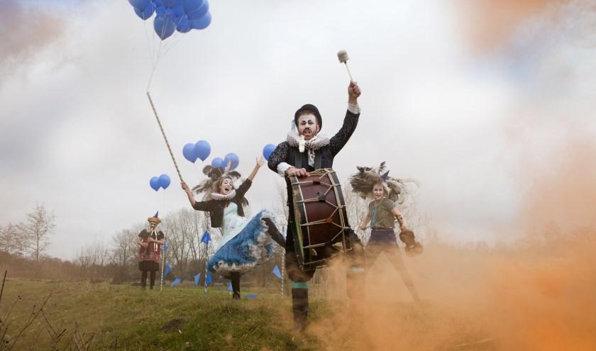 Volop spektakel tijdens De Sprong en het Zuiderwaterlinie Festival. Foto: LeonieMullerJuup Luijten
