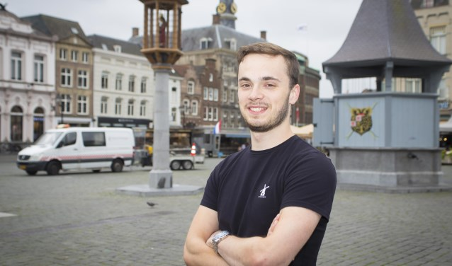 Bosschenaar Pim van Boxtel showt trots zijn DutchCraft shirt. Foto: Niek Geneuglijk