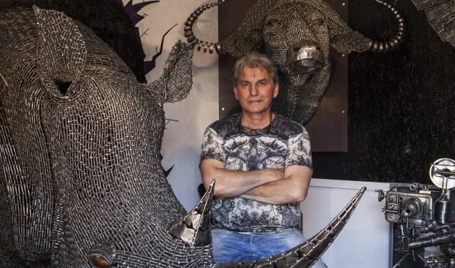 Janika Szilvasi in zijn atelier. Foto: Michel van de Langenberg