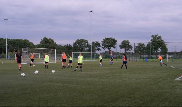 Speelsters van het EVA-team in actie tijdens de training. Foto: Kay Zaunbrecher