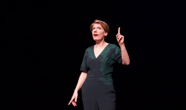 Paulien Cornelisse in het theater met een voorstelling over mos