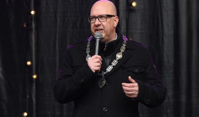 Burgemeester Jack Mikkers tijdens de nieuwjaarstoespraak afgelopen woensdag op de Parade. Foto: Henk van Esch