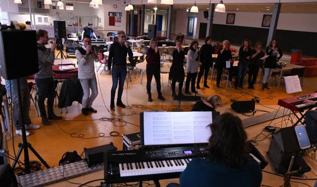 De repetities voor In Beeld zijn in volle gang. Foto: Trudy van de Steeg