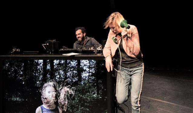 Een scene uit de muziek-theatrale voorstelling Ronja. Foto: INDYMAH