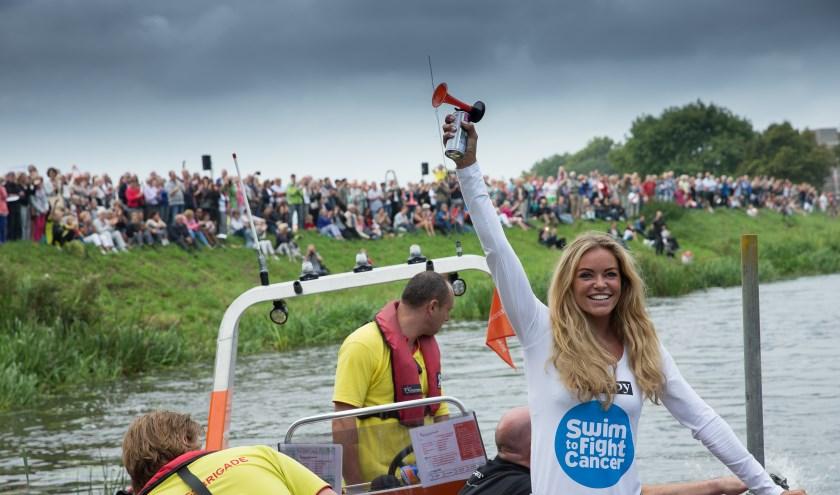 Het startschot werd bij een eerdere editie gegeven door voormalig topzwemster Inge de Bruijn. Foto: Marjo van de Peppel-Kool