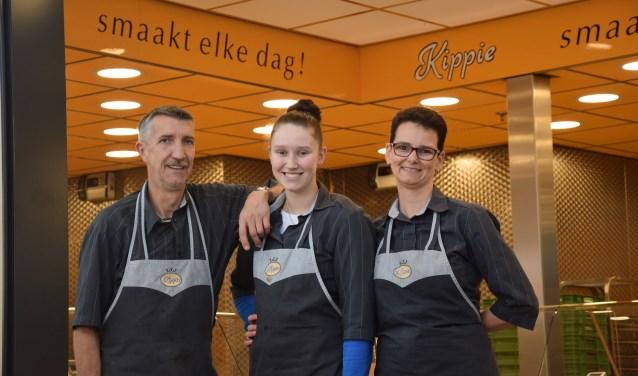 John, dochter Tamara en Irma Ceulemans zijn trots op 20 jaar Kippie Den Bosch
