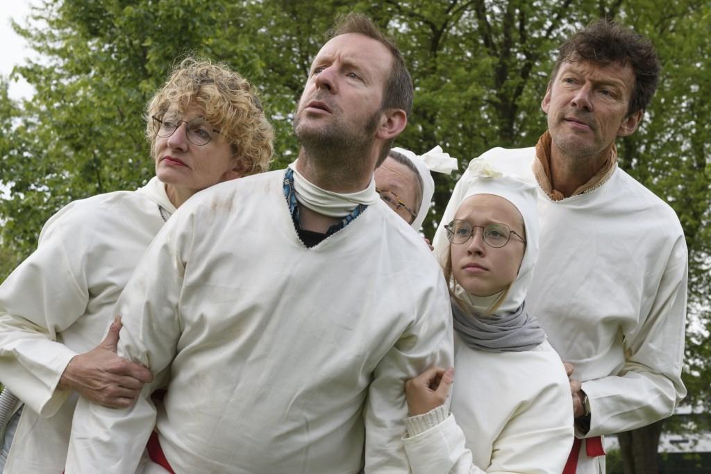 De Ongenode Gasten spelen een belangrijke rol in deze editie van Bosch Parade… Foto: Ben Nienhuis  © bosscheomroep.nl