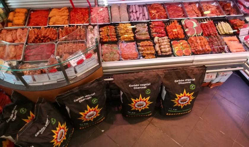 Bossers Vlees heeft een enorm assortiment voor de barbecue, fondue, gourmet en steengrill en staat bekend om zijn uitstekende barbecuepakketten