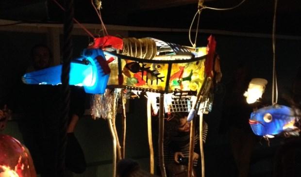De Lange Wandeling in de optocht van lichtobjecten