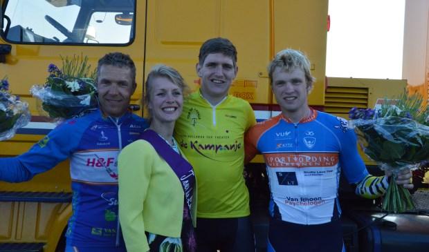 Glenn van Nierop wint Texelse omloop Tour de Lasalle