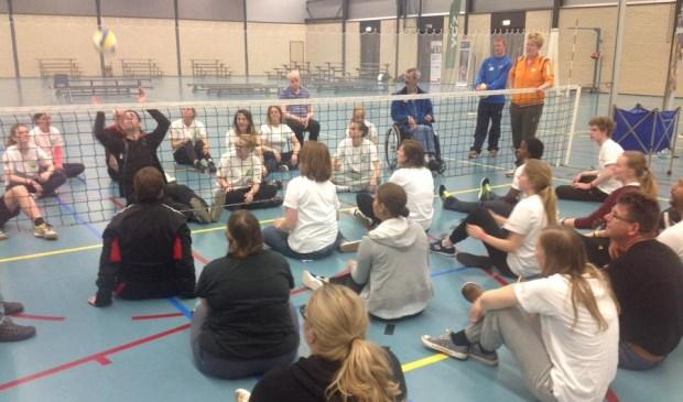 Dubbel genieten staat garant voor diverse activiteiten in hele land, zoals hier zitvolleybal. Foto: Facebookpagina Dubbel genieten.