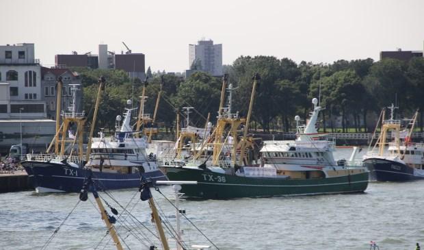 Noordzeekotters hielden uit protest tegen het EU-beleid een parade in Rotterdam.  (Foto Gerard Tanis)