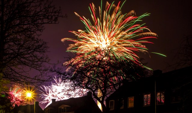 Vuurwerk in Den Burg, vastgelegd door Justin Sinner Pictures.