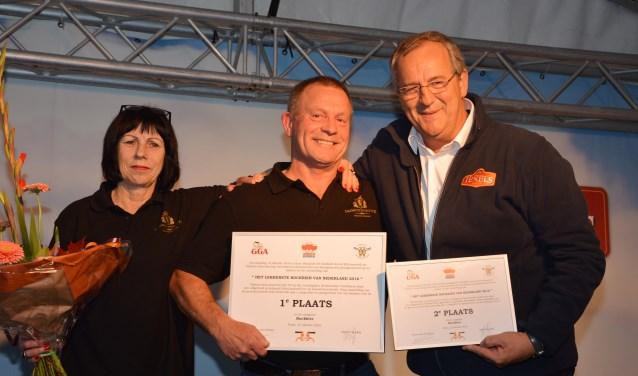 Maurice Diks (rechts) afgelopen herfst, toen zijn bockbier bij Het Lekkerste Bockbier van Nederland de tweede prijs kreeg.