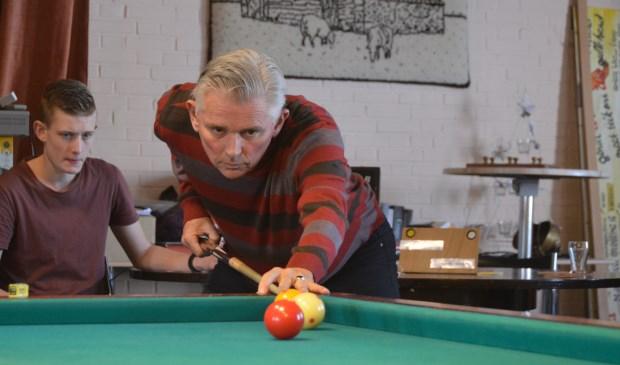 Rinus Wesselman wacht zijn kans af in zijn partij tegen Frans Bik.