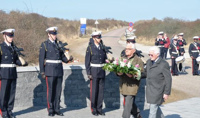 Herdenking bij de Mok. Tien Texelaars werden op 6 april 1945  na het uitbreken van de Georgische Opstand bij de Mokbaai geëxecuteerd.