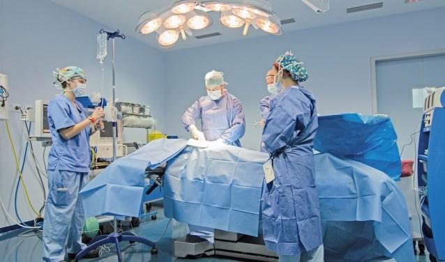 De operatiekamer van het Imed Hospital in Spanje waarmee OPC samenwerkt.