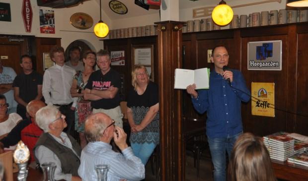 Kees Hopman presenteert het boek 'Ingezonden stukken' over Frans Hopman.
