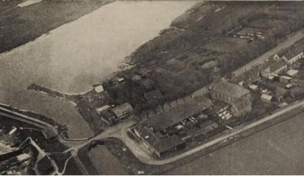 Luchtfoto De Cocksdorp in 1937.