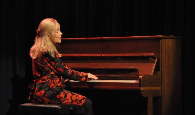 Marjolein de Graaff in actie op het podium van Klif 12 een paar jaar geleden tijdens het AKF.
