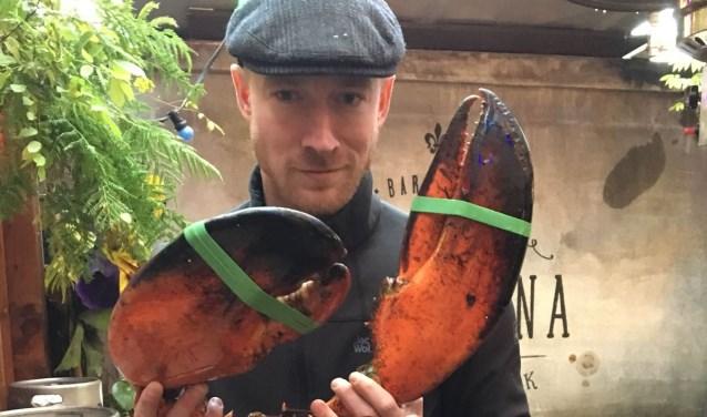 Fausto Albers met de tachtig jaar oude 'Louis the Lobster'.