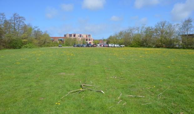 Het veld waar de woonunits voor de koksopleidingen komen.