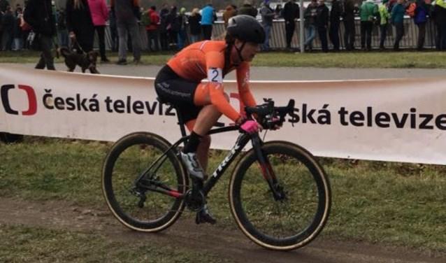 Denise Betsema op het EK veldrijden in Tsjechië in 2017.