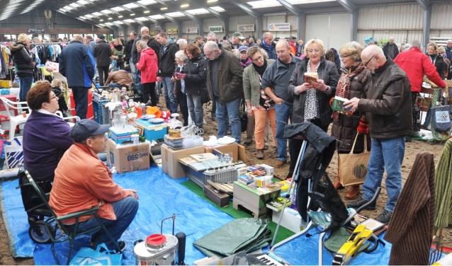 Snuffelen en rondneuzen op Zwarte Markt.