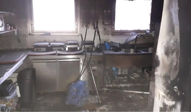 De net vernieuwde keuken van Flora na de brand.