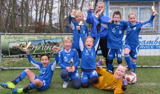 Feest bij team JO9 van SV De Koog.