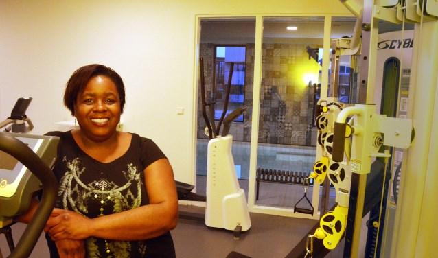 Fysiotherapeute Claudette Chanetsa in haar nieuwe praktijk Synergy Texel  aan de Verzetstraat in Den Burg.