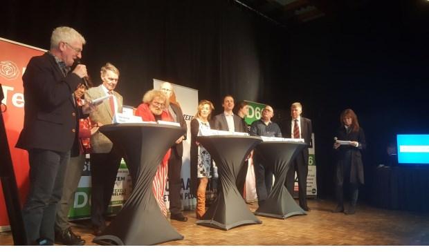 Tessa van Daalen en Henk Slikker presenteerden het verkiezingsdebat.